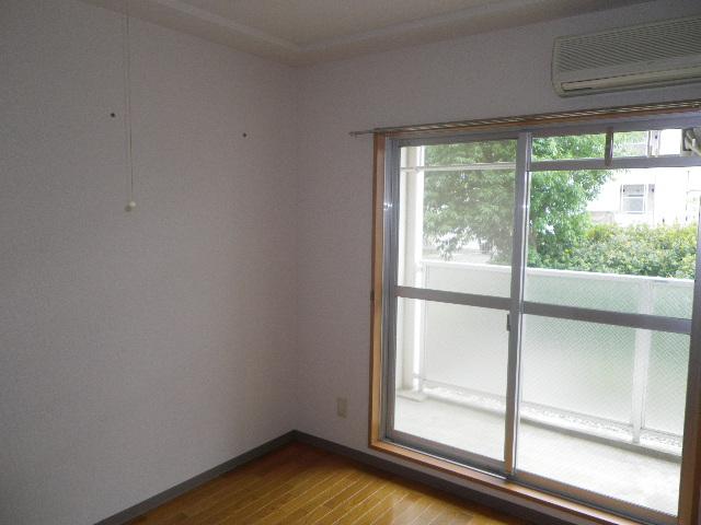 サンハイム久保田 202号室のリビング
