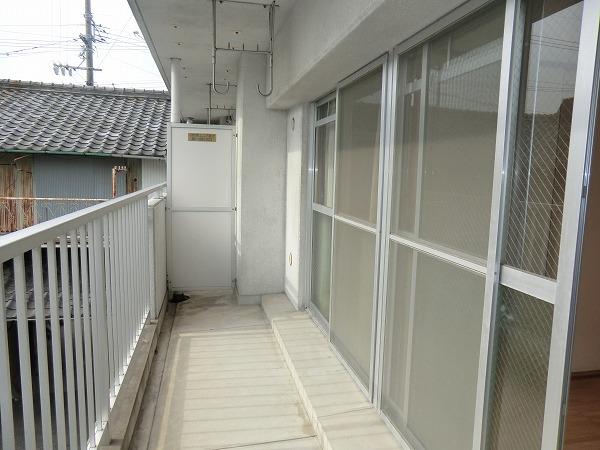210ルミエール 213号室のバルコニー