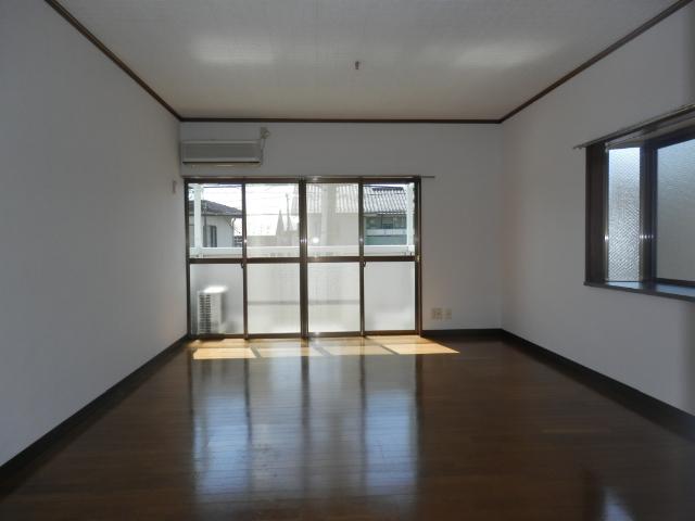 サンフィールド・トウマ 201号室のリビング