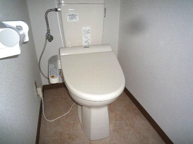 久末アパート 202号室のトイレ