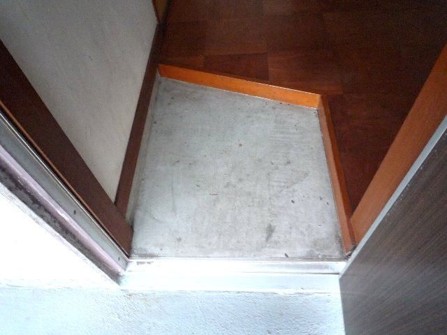 久末アパート 202号室の玄関