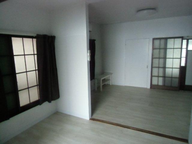 グレーシア横須賀中央 104号室のリビング