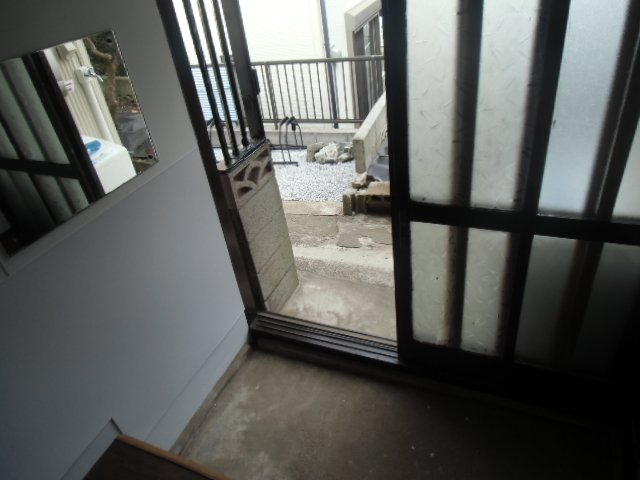 グレーシア横須賀中央 104号室の玄関