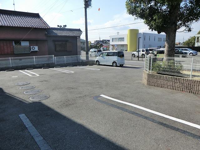 メゾントーマ安城の駐車場