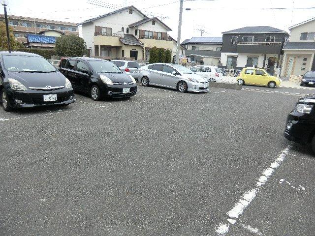 フレスカ伊吹 201号室の駐車場