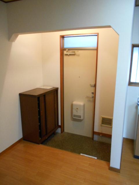 メゾンカトレア 201号室の玄関