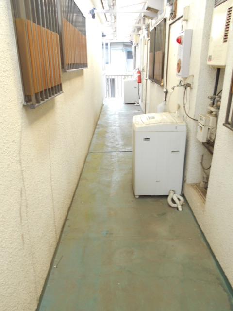 カナディアンハイツ臼井 205号室のエントランス