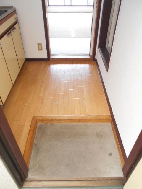 カナディアンハイツ臼井 205号室の玄関