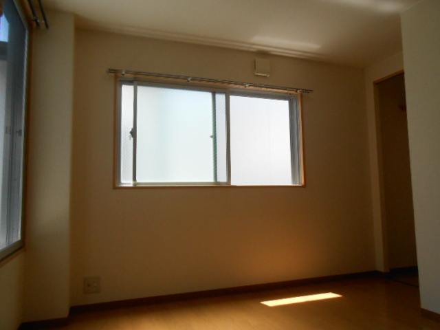サンテール亀島 3B号室のリビング