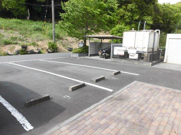 グリーンムクヘル 203号室の駐車場