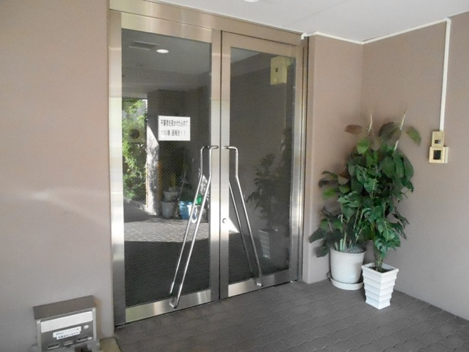 スプリングイセヤマ 204号室のエントランス