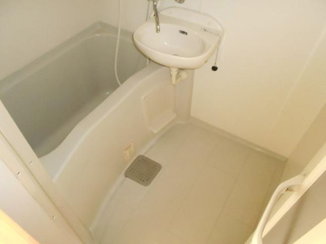 スプリングイセヤマ 204号室の風呂