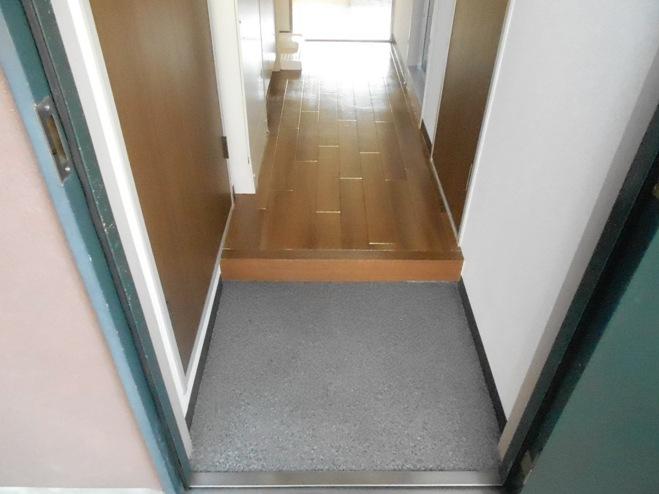 スプリングイセヤマ 204号室の玄関