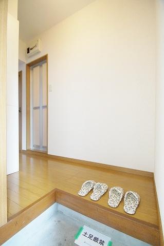 リヴィエール田島 102号室の玄関