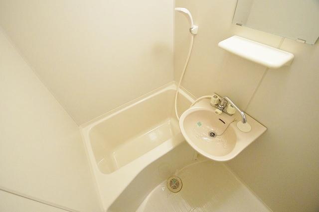 リヴィエール田島 102号室の風呂