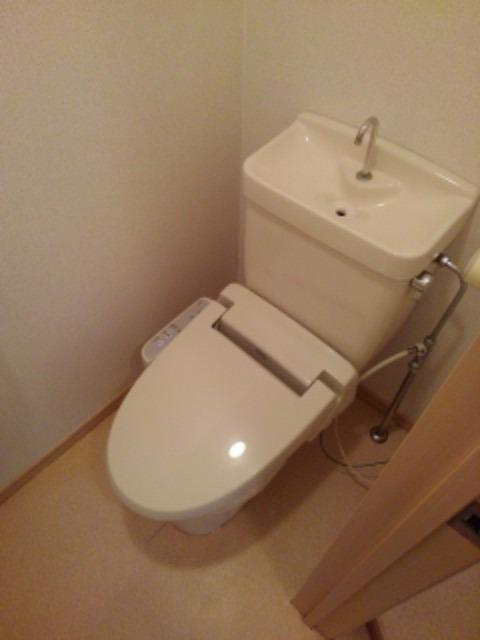 ミューズ松本Ⅲ 02050号室のトイレ