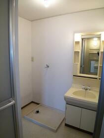 ヴェルデュール宮竹 B101号室の洗面所
