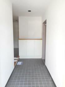 ブルーリーフ・K 0101号室の玄関