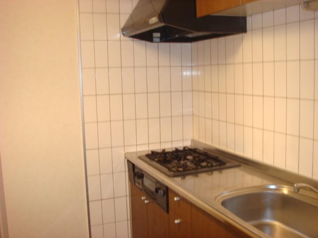 イーストリッチ 208号室のキッチン