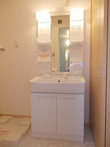 グラン・ソレイユA 01030号室の洗面所