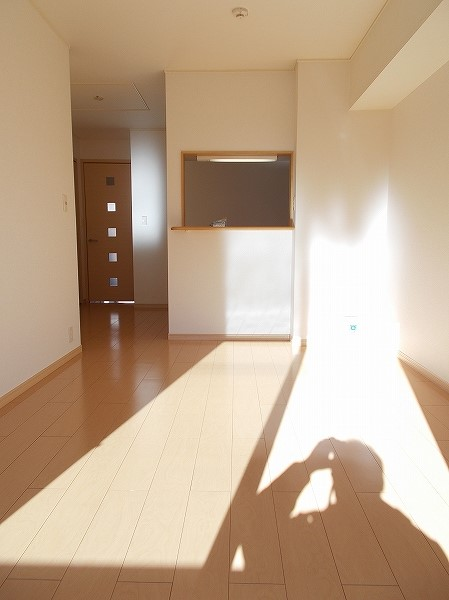 グラン・ソレイユA 01030号室のリビング