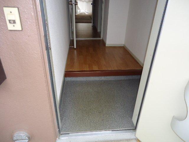 プランタンきよ春 00103号室の玄関