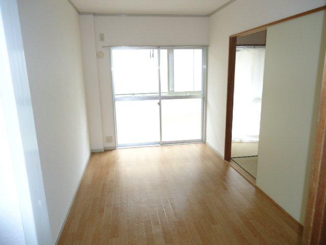 プランタンきよ春 00103号室の居室
