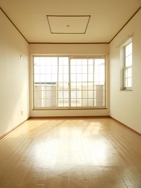 レフィナード・エムA 02020号室のリビング