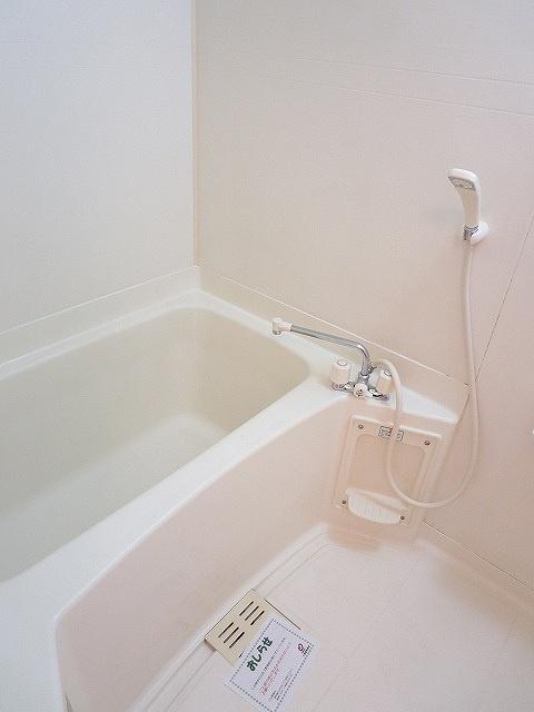 レフィナード・エムA 02020号室の風呂