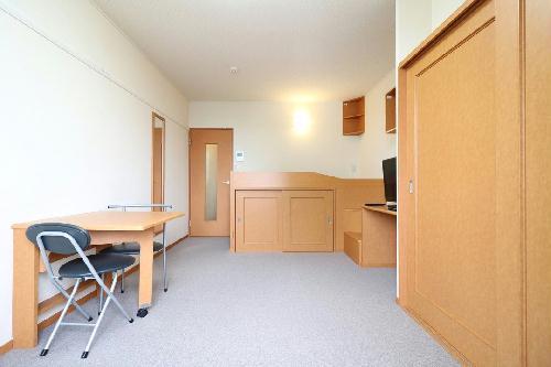 レオパレスForest桂坂 205号室のリビング