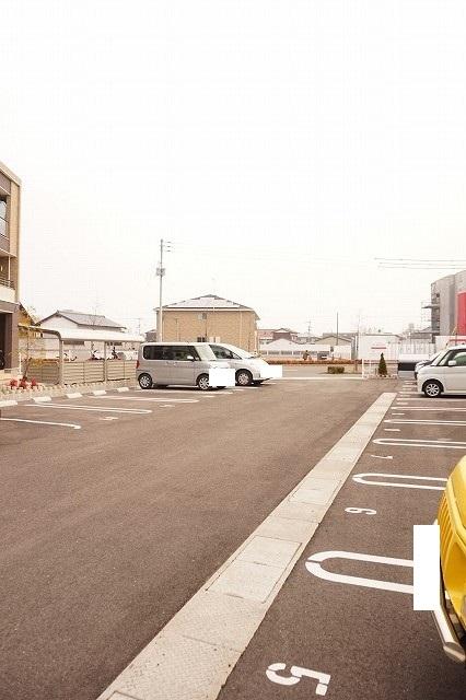 エトワールⅡ A 01020号室の駐車場