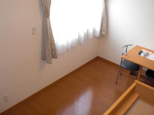 レオパレスベルダカーサ 101号室のベッドルーム