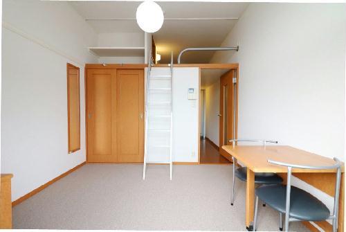 レオパレスイン京都 106号室のリビング