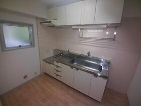 トラストレジデンス本郷台 302号室のキッチン