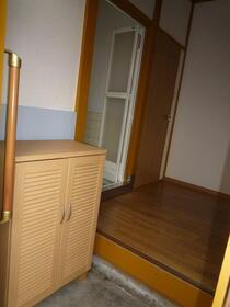草ヶ谷荘 A棟 101号室の玄関