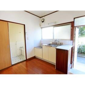 第1鶴巻荘 102号室のキッチン