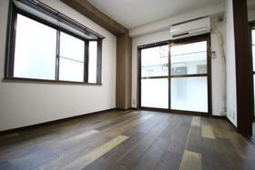 メゾン平沢 B101号室のリビング