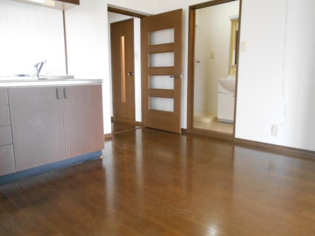 杉本マンション 2-A号室のリビング