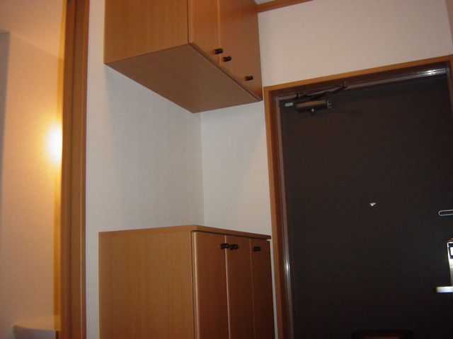 メゾン・ド・アンジュ 102号室の玄関