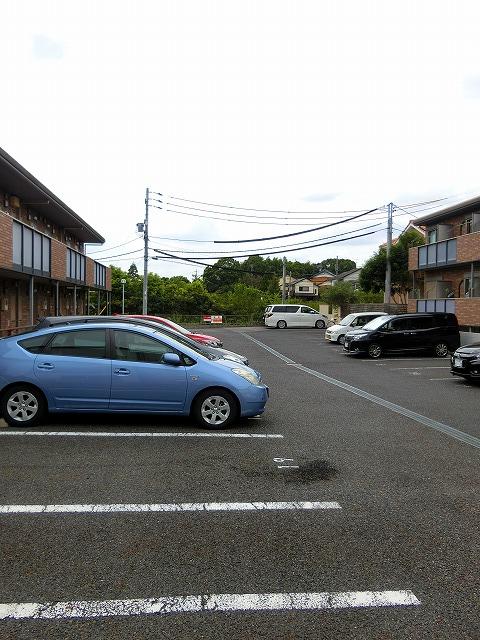 ウインズ A棟 101号室の駐車場