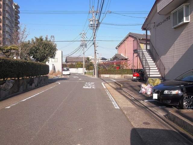 前田ビューハイツⅡ 01040号室の駐車場