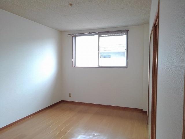 前田ビューハイツⅡ 01040号室のリビング