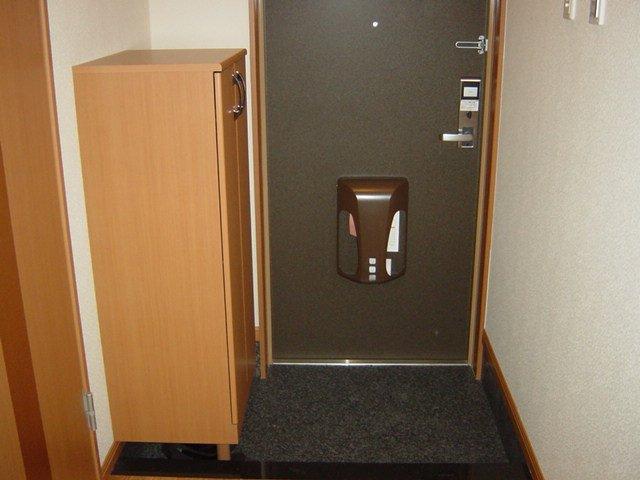 ルーラル ハウス 203号室の玄関