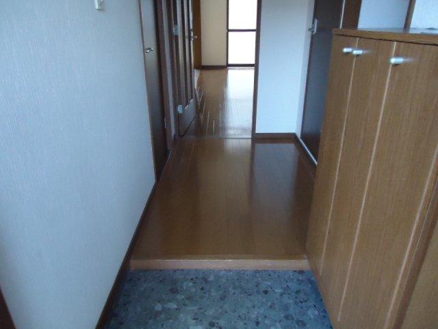 ピュア ロイアルⅡ 105号室の玄関