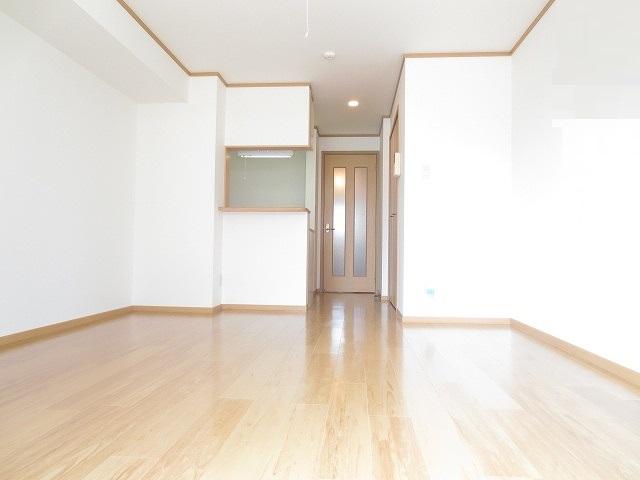 ライフサークルパート12 01020号室のリビング