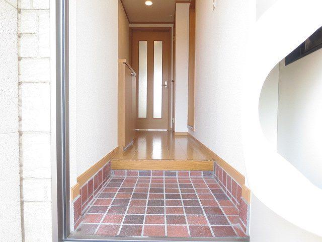 ライフサークルパート12 01020号室の玄関