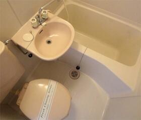 ベルグラン椎名 201号室のトイレ
