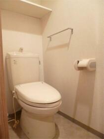スカイコート渋谷初台 406号室のトイレ