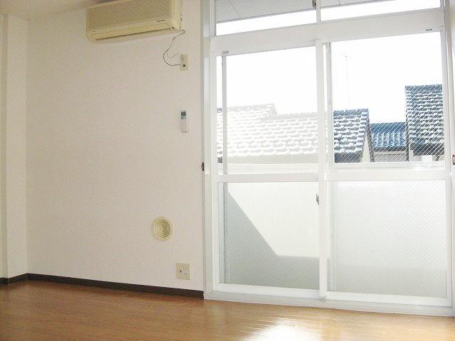 グランヴィレッジ井野台サウス 02030号室のリビング
