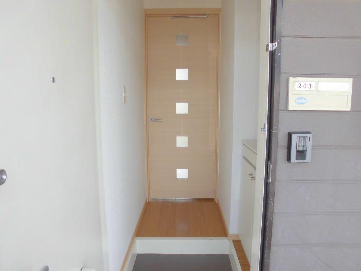 グランヴィレッジ井野台サウス 02030号室の玄関